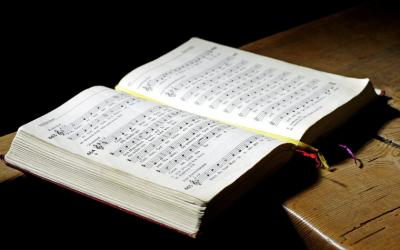 Mieux comprendre la liturgie de la messe, à travers le chant et la musique