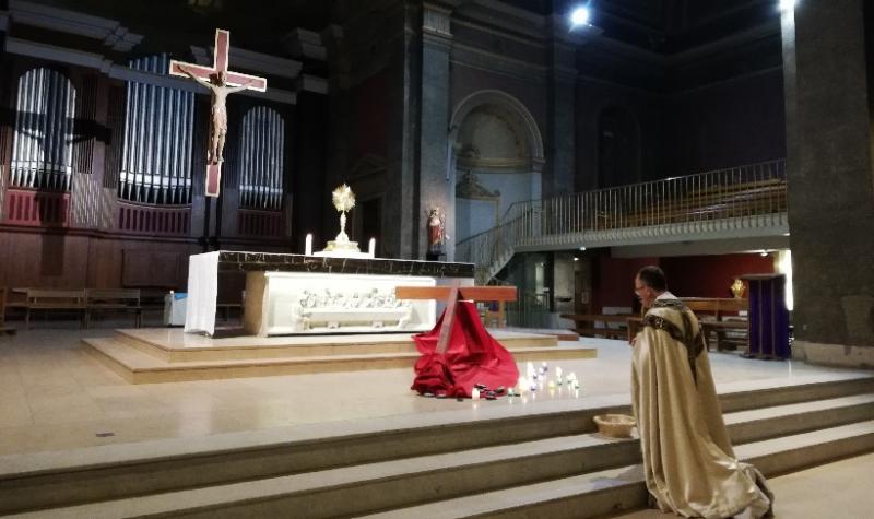 Nuit d'adoration à la chapelle de la crypte de Saint Pothin